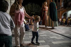 Arribada de la Mare de Déu del Roser i el gegantó Minguet a Vilallonga!