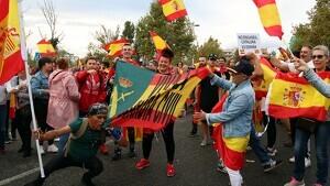 Els manifestants s'han concentrat davant de la comissaria de la Guàrdia Civil de Tarragona