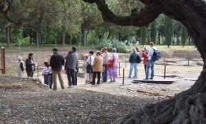Imatge d'arxiu d'una visita al jaciment de la vil·la romana de La Llosa a Cambrils.