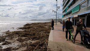Imatge de la platja de la Pineda aquest dimecres, 23 d'octubre, després del temporal.