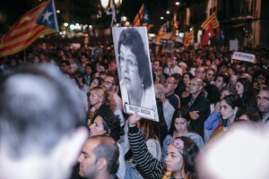 Imatges de la manifestació a Tarragona en contra de la sentència al procés!