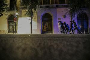 Per segona nit consecutiva tornen els aldarulls al centre de Tarragona i acaben amb càrregues, atropellaments i detencions