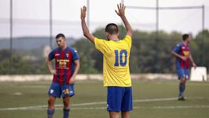 Jordi Prades a punt d'executar una falta