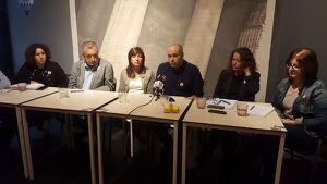 Jordi Salvador, al centre de la imatge, acompanyat per alguns membres de la resta de la llista dels republicans,.