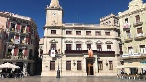 La pancarta s'ha traslladat a la seu de Junts per Catalunya, a tocar de l'Ajuntament
