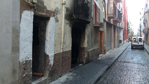 Imatge de la planta baixa incendiada del carrer Alt del Carme de Reus