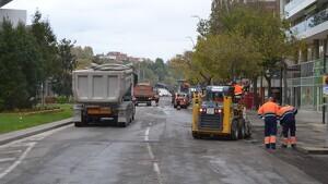 Imatge dels treballs d'asfaltat de l'avinguda de Sant Jordi de Reus
