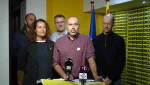 Jordi Salvador, al centre de la imatge, celebra la victòria d'ERC a Tarragona aquest 10-N