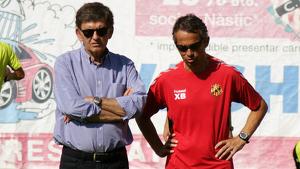 Josep Maria Andreu i Xavi Bartolo observant un entrenament