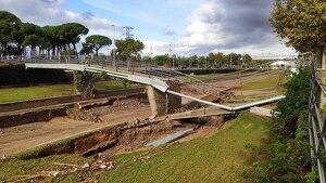 La recuperació de la passarel·la de vianants passarà per arranjar la meitat ensorrada i es podrà mantenir l'altra meitat.