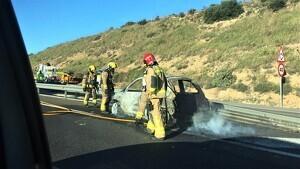 S'incendia totalment un cotxe a l'A-7, a Tarragona