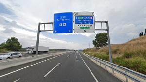 Tallat el ramal de l'A-27 a l'AP-7 a Tarragona per un camió avariat