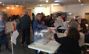 Votants a Calafell, aquest 10 de novembre.
