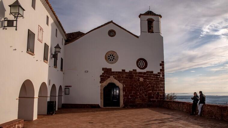 Imatge general de l'ermita de la Mare de Déu de la Roca de Mont-roig del Camp