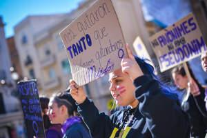 La manifestació feminista pel 8-M 2020 a Reus en imatges