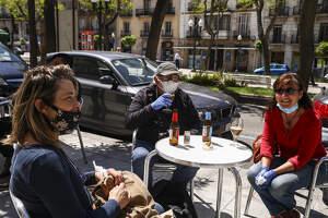 Tarragona entra a la fase 1 entre terrasses plenes i botigues obertes