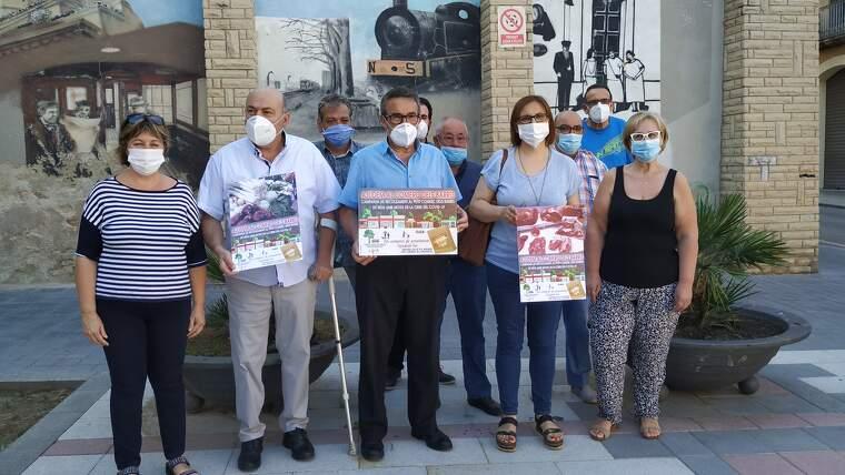 Representants veïnals i comercials, dempeus a l'avinguda del Carrilet presentant la campanya