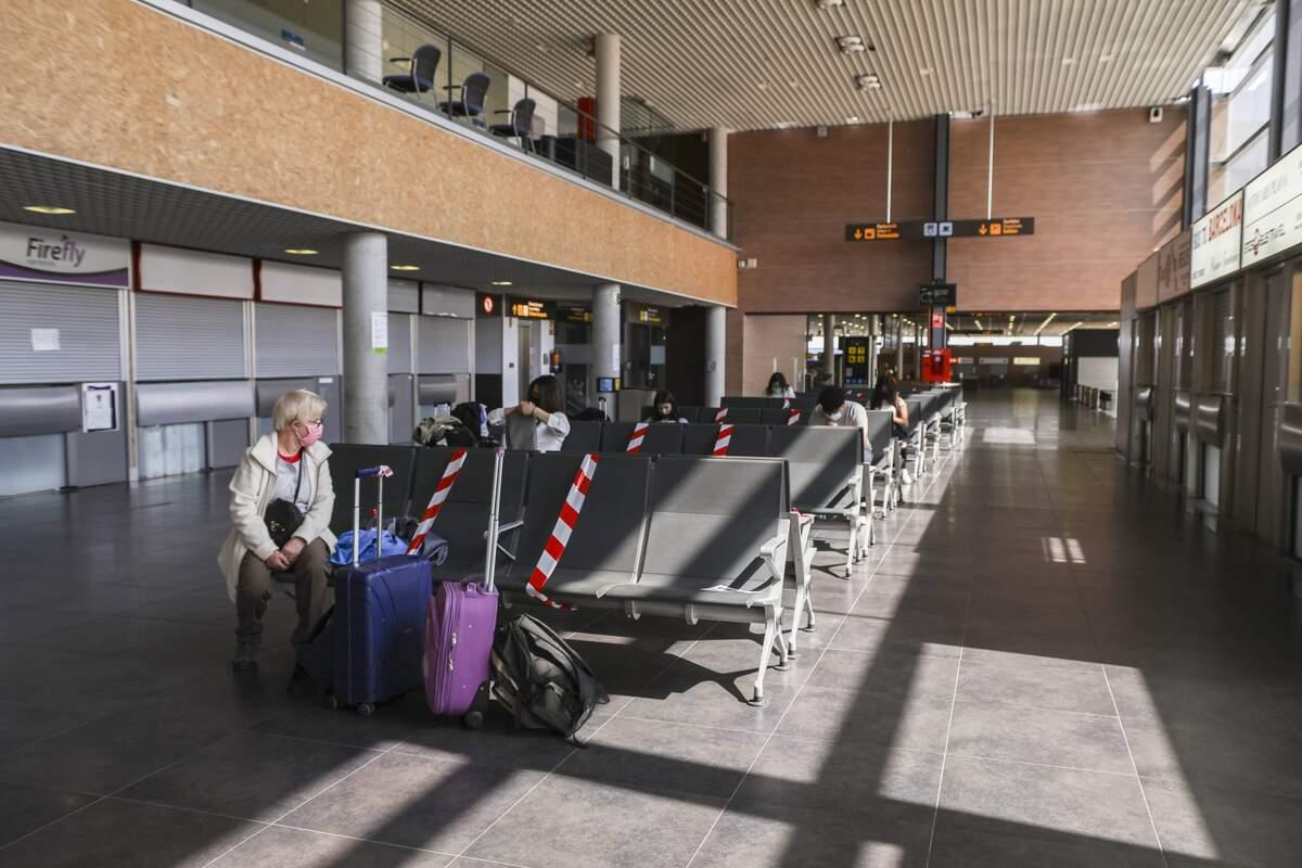 Turista a l'Aeroport de Reus.