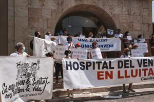 Imatges de la concentració dels grups de treball en defensa de la Sanitat Pública