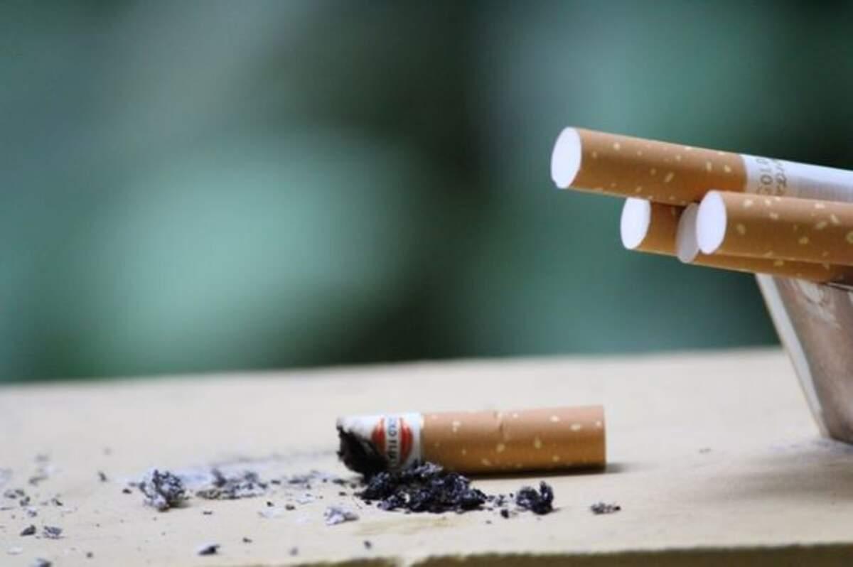 Cigarretes.