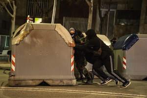 Les imatges d'una nova jornada de protestes a Tarragona per l'empresonament de Pablo Hásel