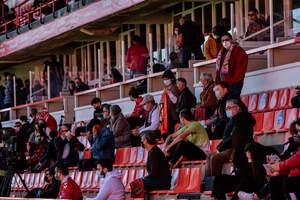 El públic ha pogut tornar després de molts mesos a veure futbol en directe al Nou Estadi de Tarragona