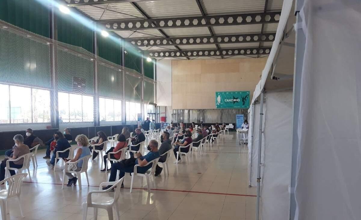 El centre intermedi de vacunació de Calafell.