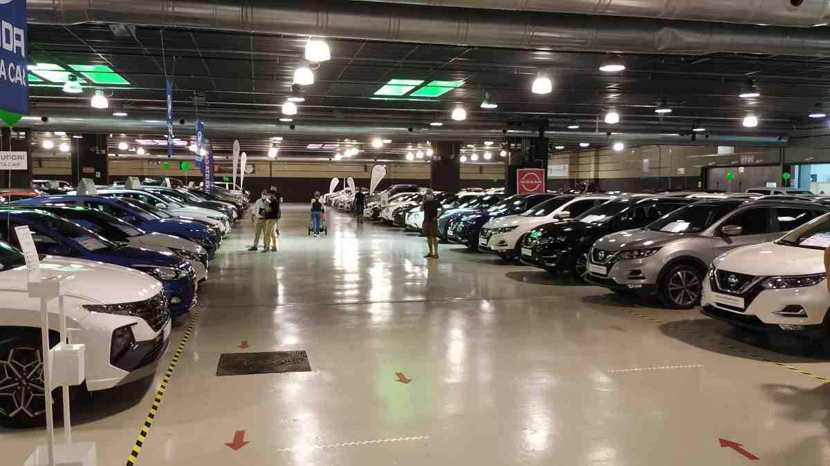 L'espai d'exposició de firaReus ple de cotxes