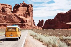 Viajar con niños: 12 ideas para entretener a los niños de viaje en coche, avión o tren