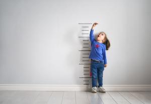 26 nombres de niña cortos y originales que te encantarán
