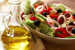 La dieta mediterrània no provoca augment de pes.