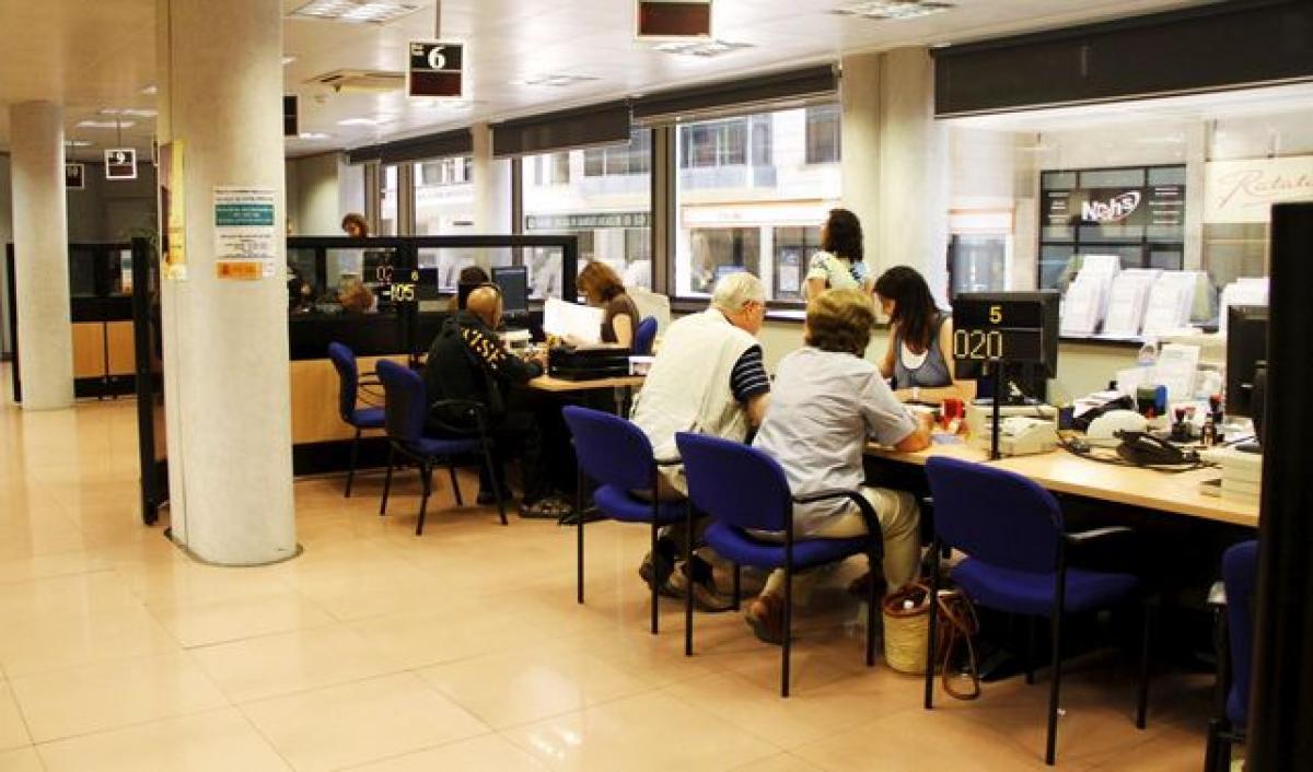 la seguretat social tanca la meitat d 39 oficines a barcelona