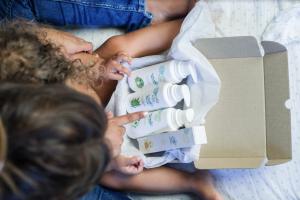 Freshly Kids ofereix una nova línia de cosmètics naturals per a nens i nadons.