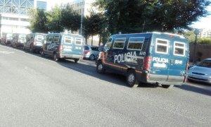 Furgonetes de la policia espanyola a Tarragona.