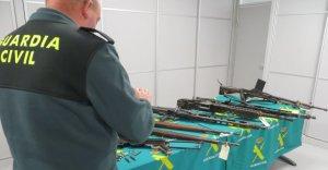 Imatge d'un agent de la Guàrdia Civil en un control d'armes.