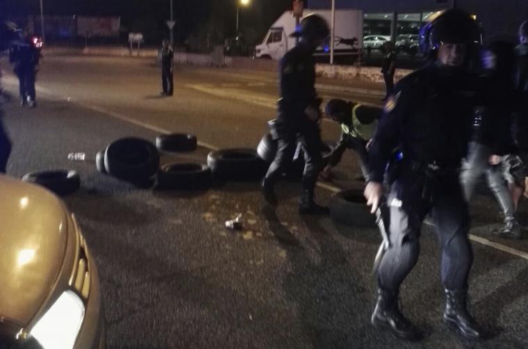 Imatge d'agents de la policia espanyola a Valls.