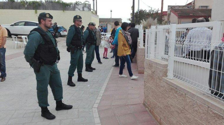 La Guàrdia Civil ha arribat al col·legi electoral d'Alió.