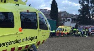 Serveis d'emergències treballant al lloc de l'accident