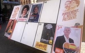 Cartells electorals del 21-D a Tarragona, aquest matí a la plaça del Prim de Reus.