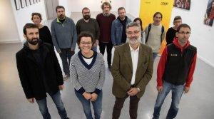 Els caps de llista de la CUP a les quatre demarcacions i alguns altres candidats, amb Milian davant, a la dreta.