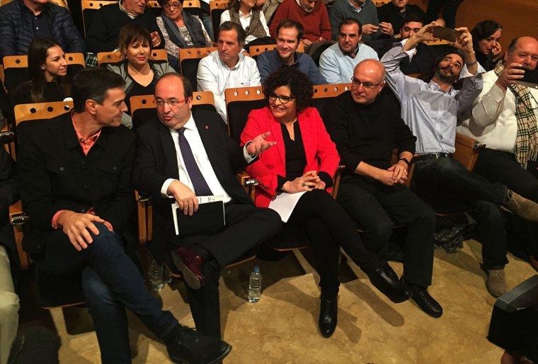 Pedro Sánchez, Miquel iceta i Rosa Maria Ibarra, aquest dissabte a la sala Eutyches del Palau de Congressos de Tarragona.