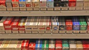 Les vendes de paquets de tabac s'han reduït a la meitat en deu anys.