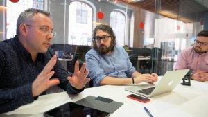 Frederic Recasens, Guillem Ramos-Salvat i Gerard Recasens, a les instal·lacions de delCamp.cat