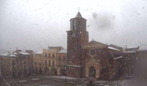 Torna a nevar amb intensitat a Prades.