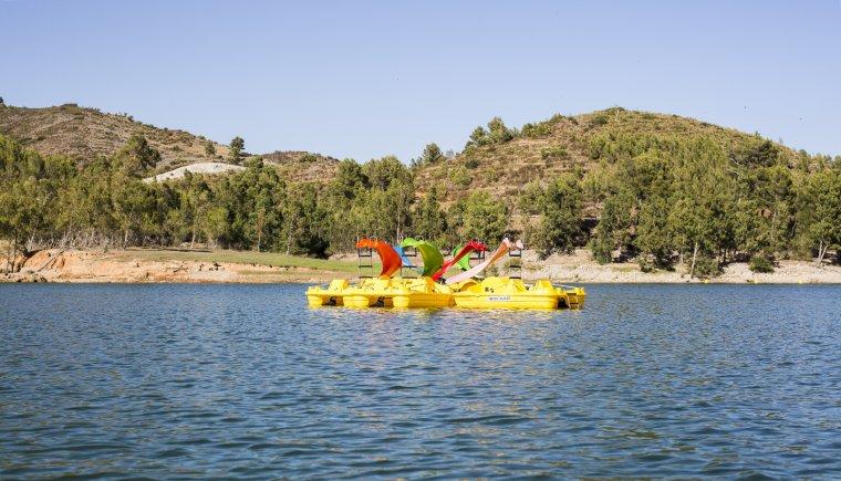 Al pantà de Riudecanyes s'hi poden practicar diverses disciplines aquàtiques.