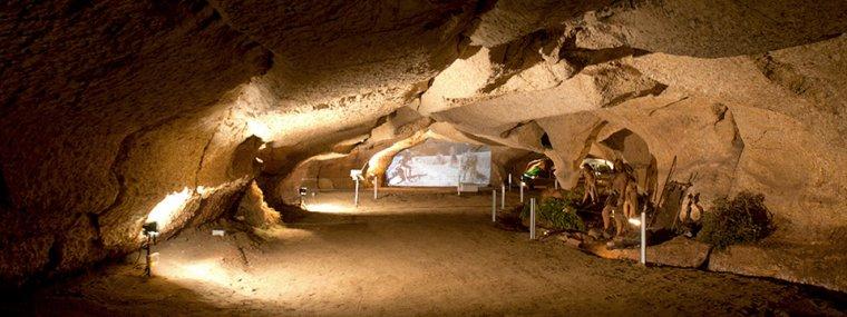 L'Espluga de Francolí compta amb un seguit de coves molt espectaculars.