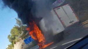 Camió incendiat A-7