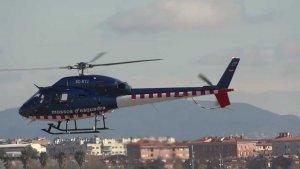 L'helicòpter dels Mossos s'ha sumat a la cerca dels homes que s'han escapat a primera hora.