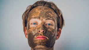 Clay marks are an effective solution to get rid of blackheads and reduce the amount of sebum on our face.