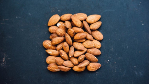 There are many products made of almonds, such as milk, oil, flour or almond butter.